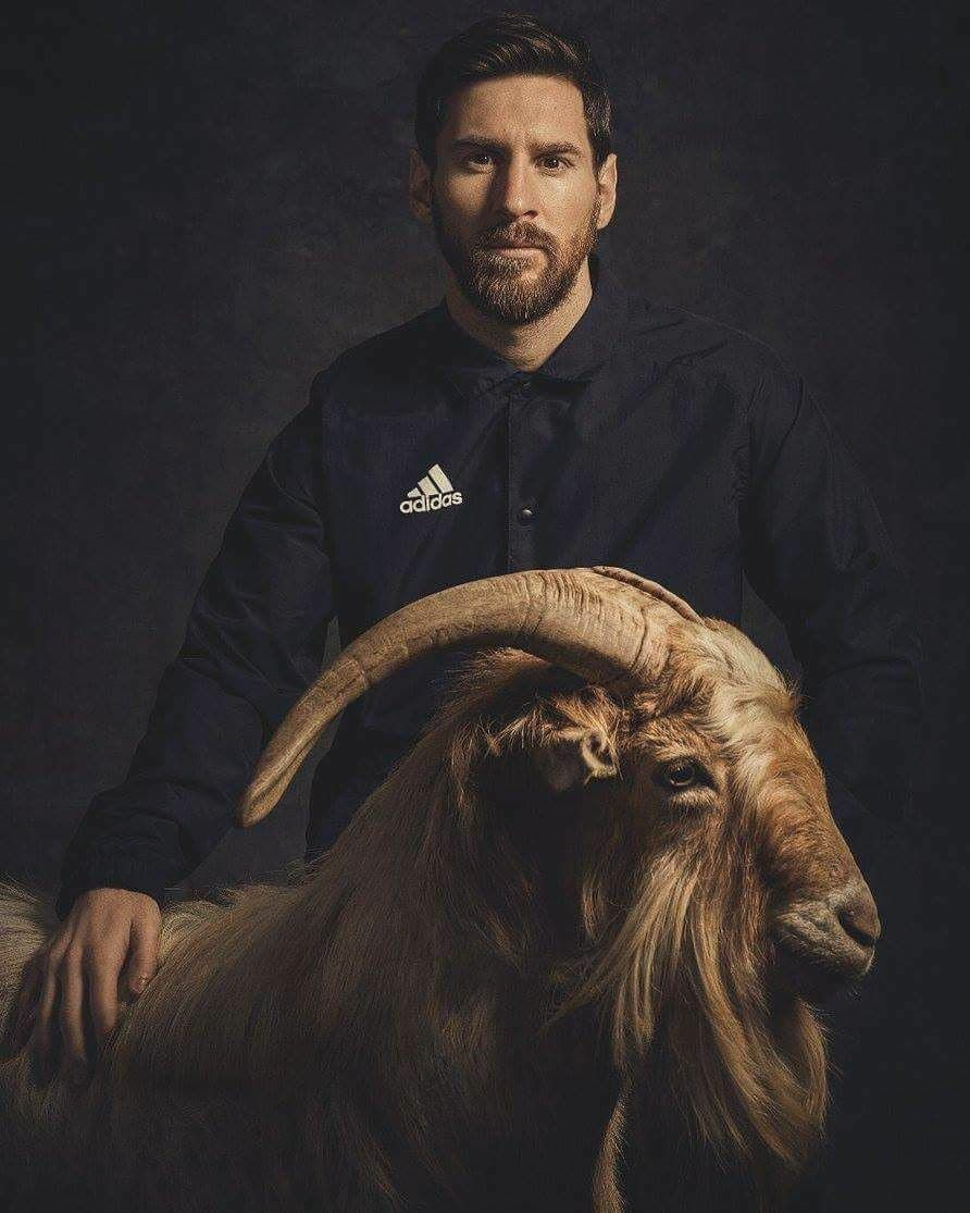 messi black and white images