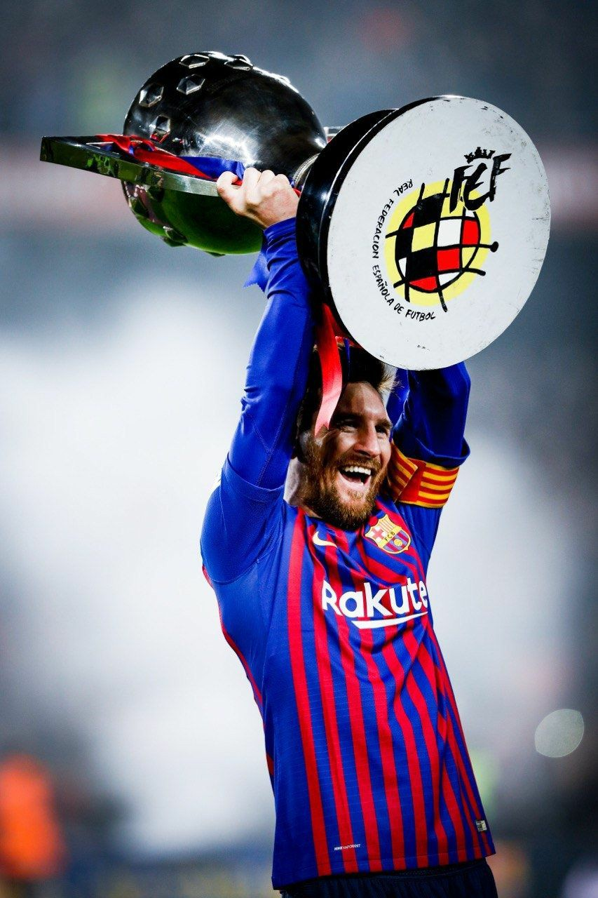 messi images with trophy