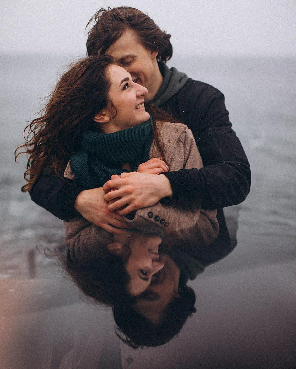 romantic images of kisses and hugs of couple